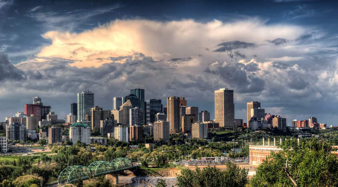 DEN > Edmonton, Canada: From $213 round-trip – Nov-Jan *BB