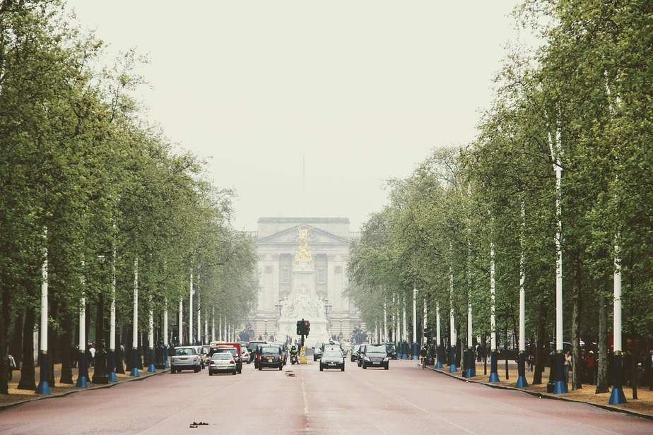 DEN > London, United Kingdom: Flight & 9 nights: $706- Feb-Apr