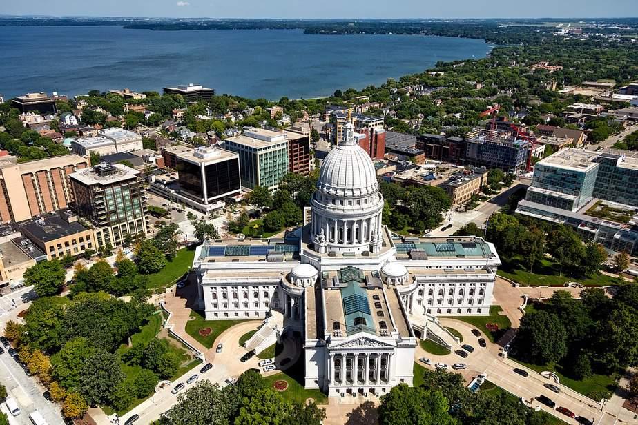 EWR > Madison, Wisconsin: From $96 round-trip – Jun-Aug (Including Summer Break)