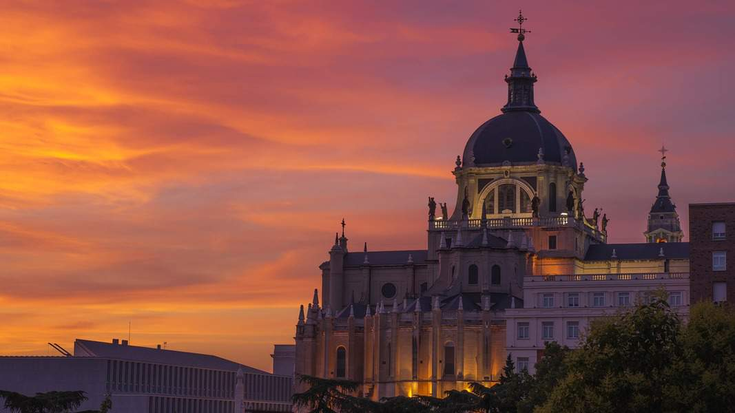 IND > Madrid, Spain: Econ from $513. – Oct-Dec