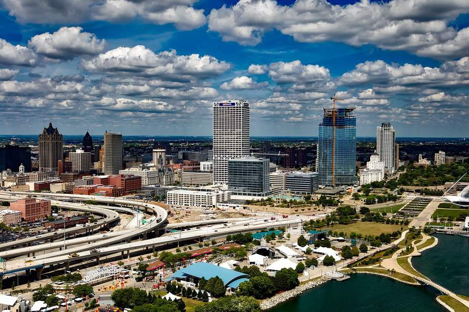 DEN > Milwaukee, Wisconsin: Biz from $389 Econ from $97. – Dec-Feb