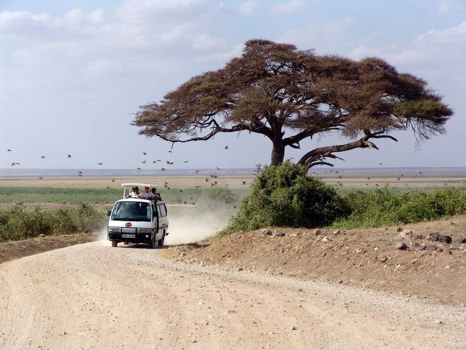 DEN > Nairobi, Kenya: Econ from $676. – Oct-Dec